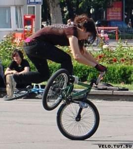 девушка на BMX