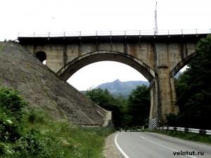 железный мост в районе Индюка