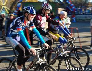 велосипедисты на финише
