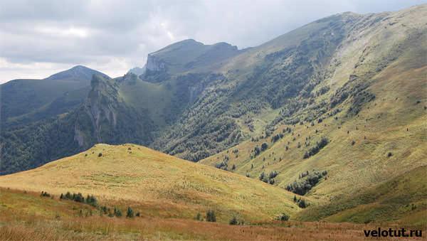 поляна в горах