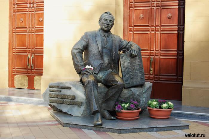 памятник композитору Григорию Пономаренко
