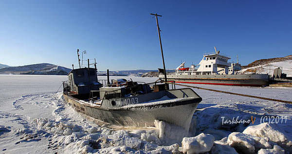корабль на озере Байкал