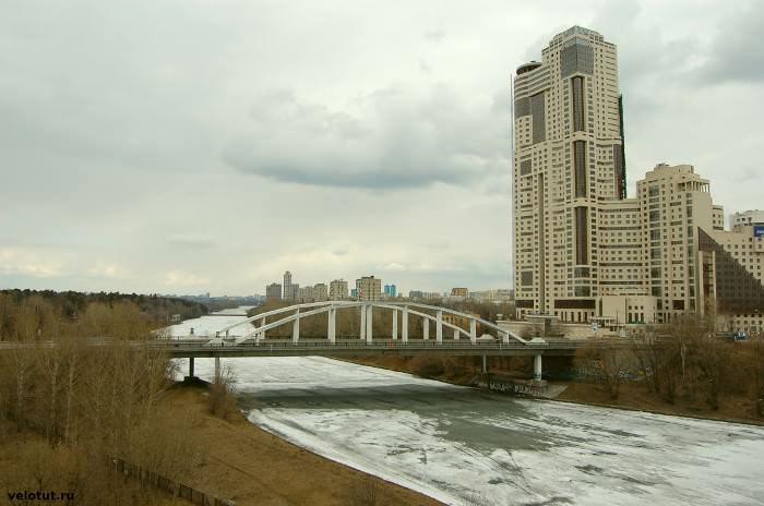 мост рядом с Живописным мостом
