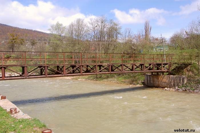 железный мост через курджипс