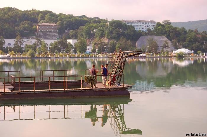 рыбаки на озере Абрау
