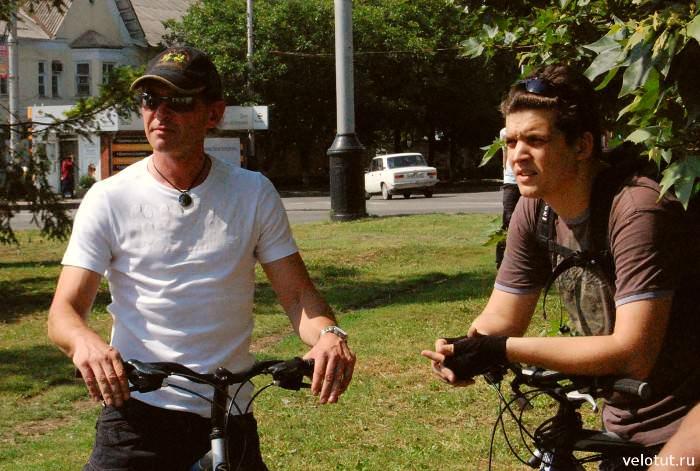 два велосипедиста