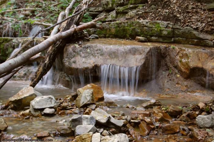 каньон реки, где большой адегойский водопад