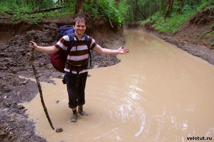 турист в грязи
