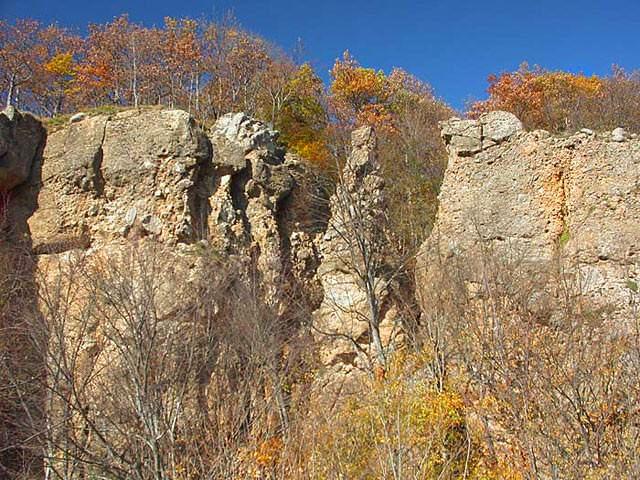 скалы Желтые монастыри