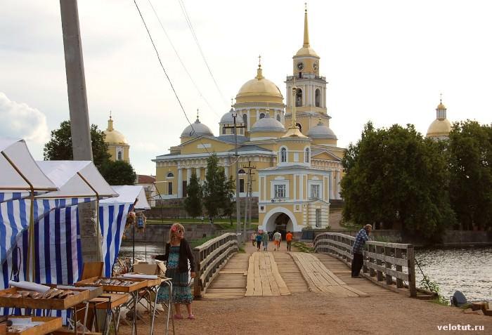 мост вход в монастырь