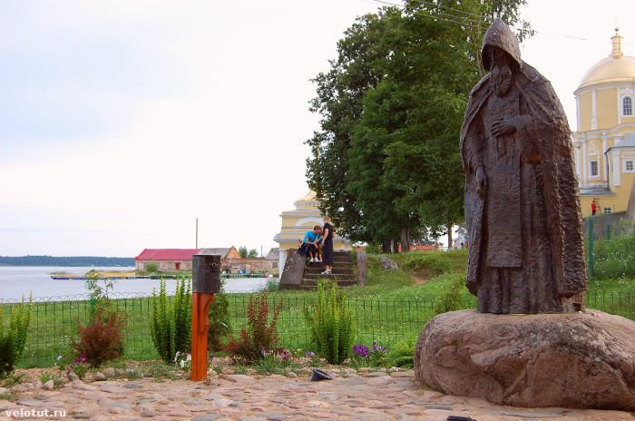 памятник Нилу