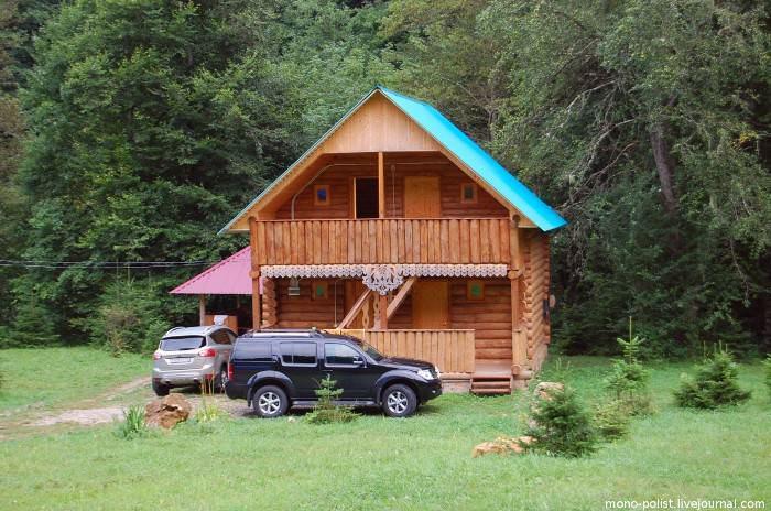 деревянный дом с авто