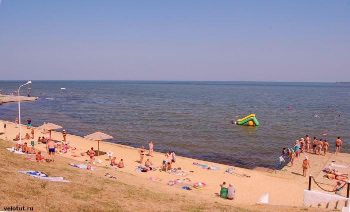 центральный пляж в тамани