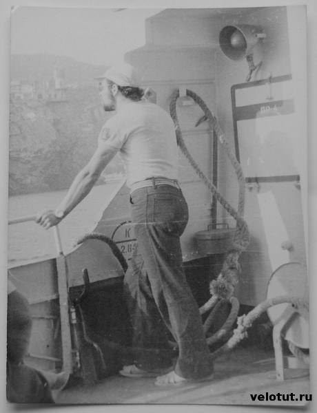 путешественник на корабле