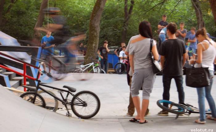 зрители велосоревнований