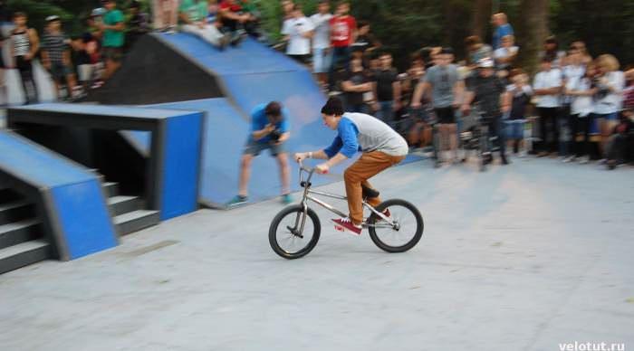 велосипедист bmx