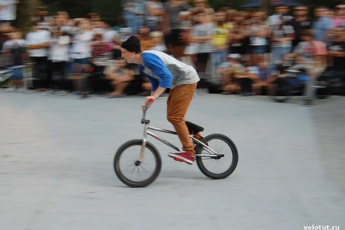 велосипедист на bmx