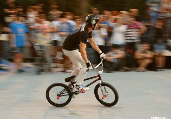 велосипедист на бмиксе