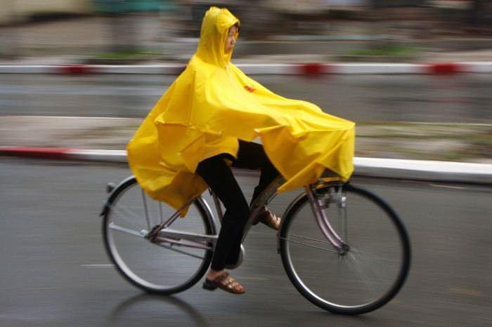 езда на велосипеде под дождем