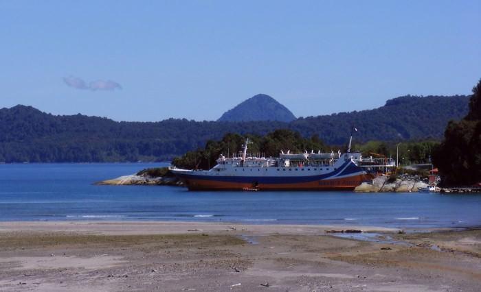 корабль в гавани