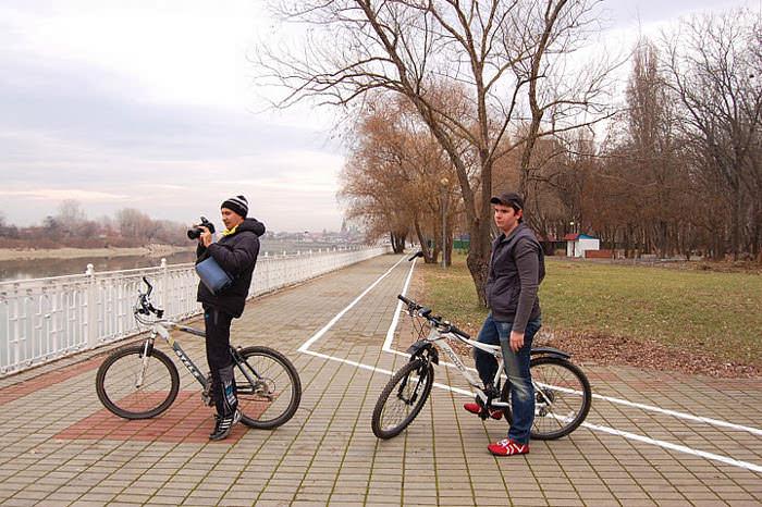 велосипедисты на велодорожке краснодар