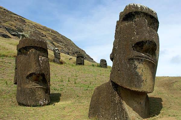 остров пасхи каменные статуи