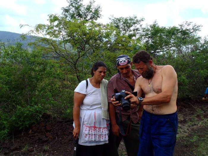 местное население у вулкана Сан Мигель, Сальвадор