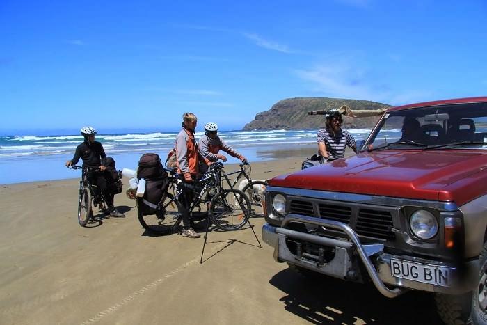 общение с местным жителем в бухте людоедов, Новая Зеландия
