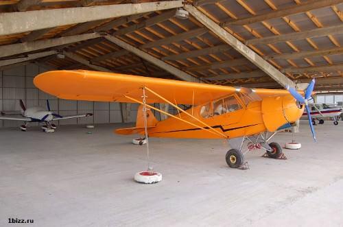оранжевый самолет