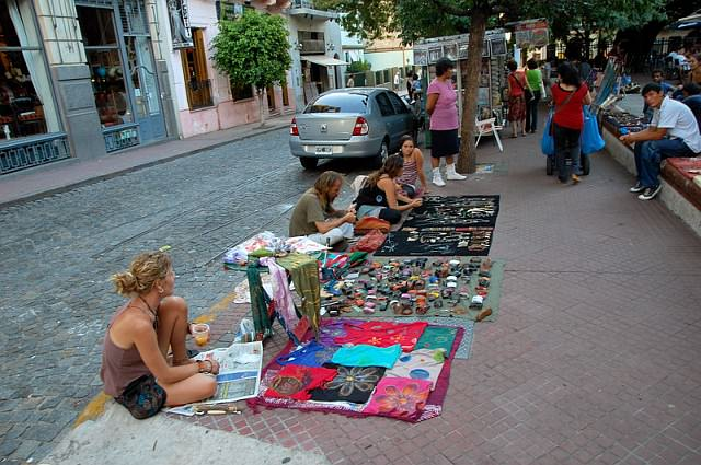 Plaza Dorego блошиный рынок в Аргентине