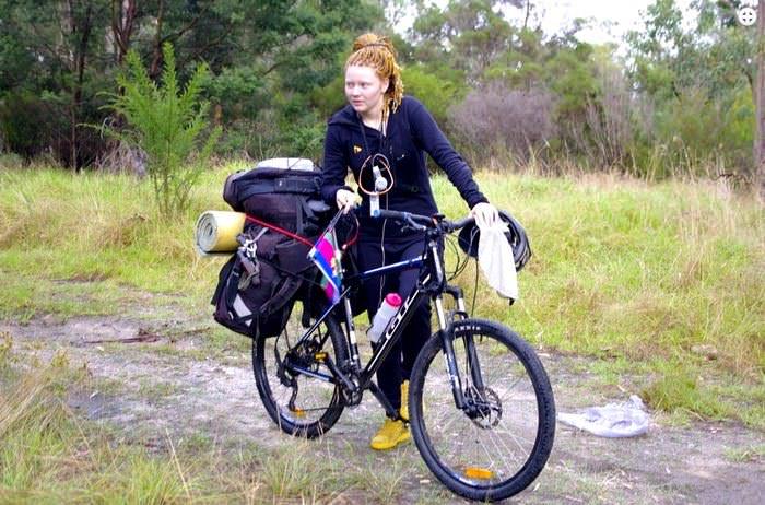 девушка в велоэкспедиции