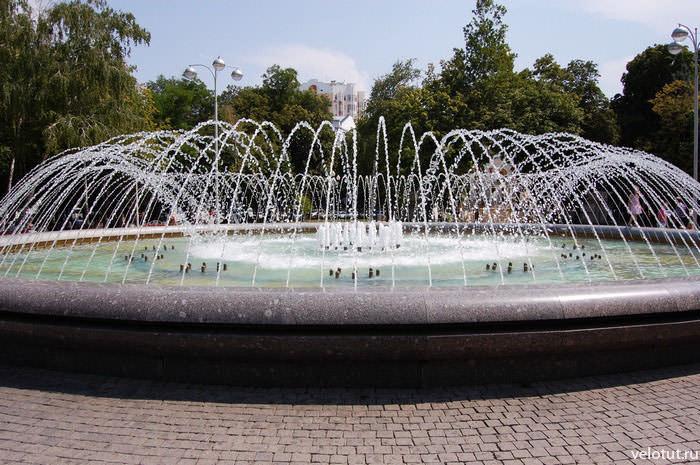 фонтан в Первомайском сквере