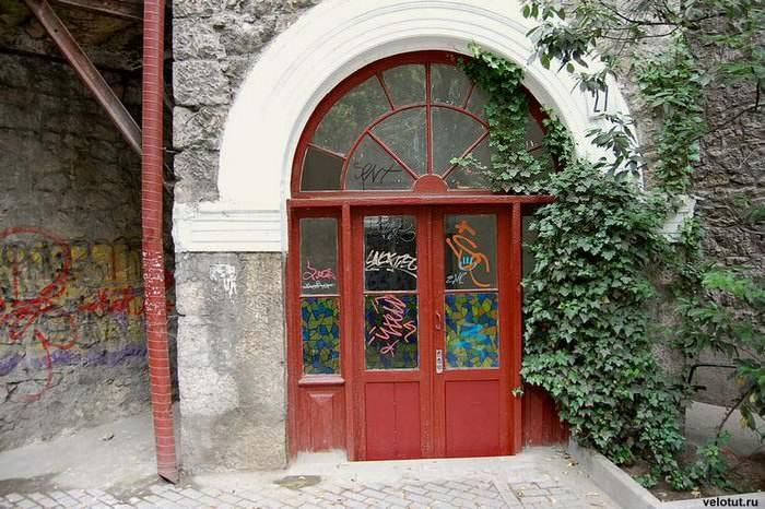 двери старые