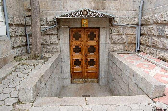 дверь ялта