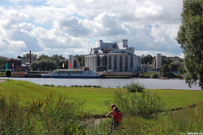 здание новгорода