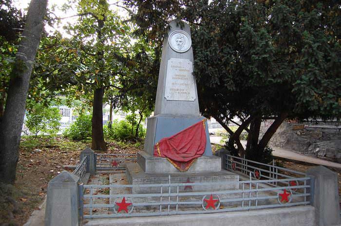 памятник батурину