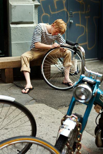 парень велосипед