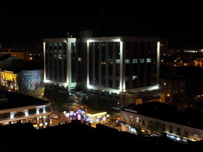 здание Ростелекома ночью