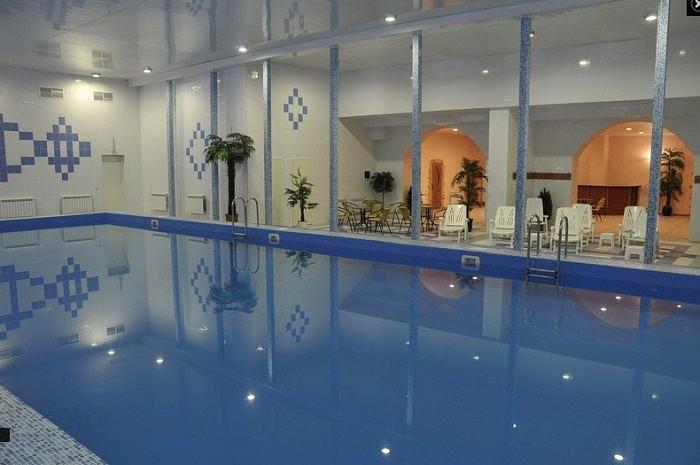 бассейн в парке отеле олимп