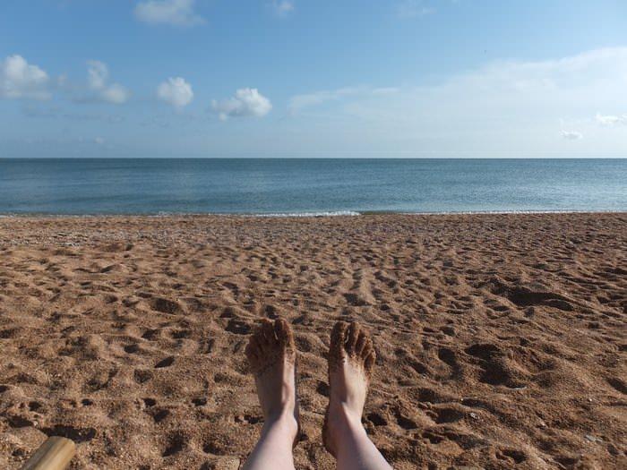 ноги на море