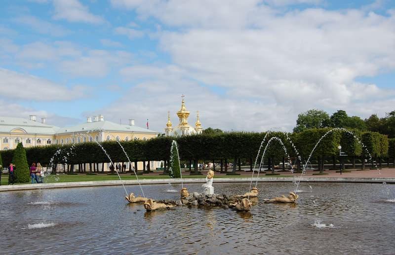 фонтан дубовый в петергофе