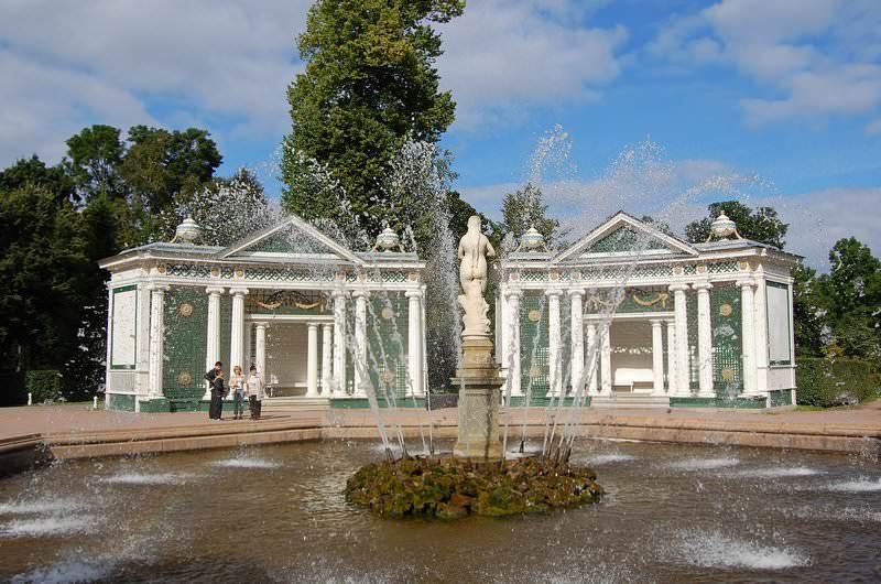 фонтан в нижнем парке