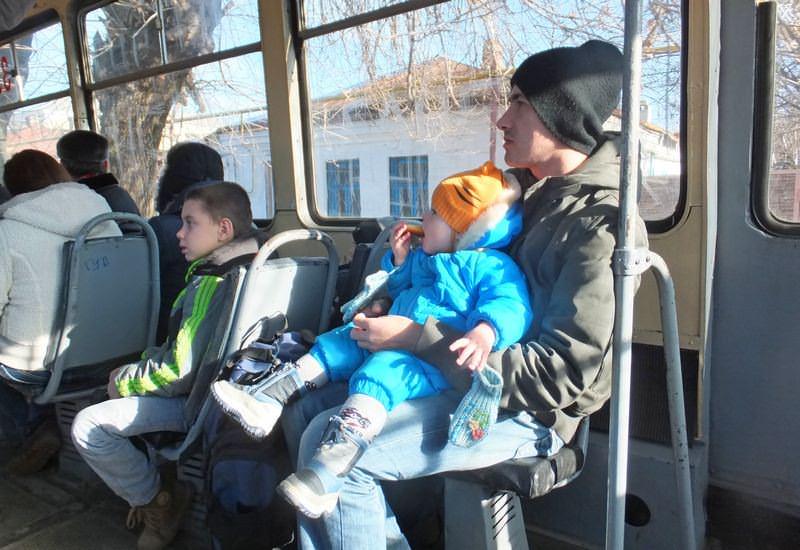 ребенок в трамвае