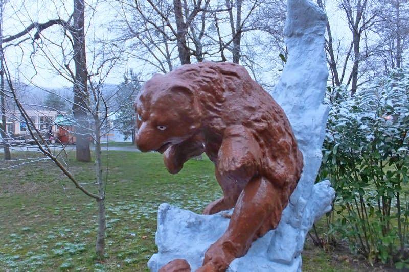 медведь памятник
