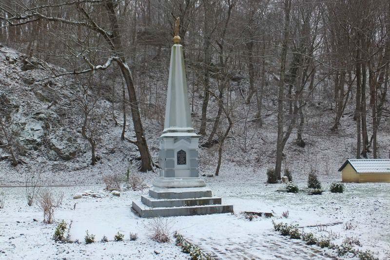 памятник дантово ущелье