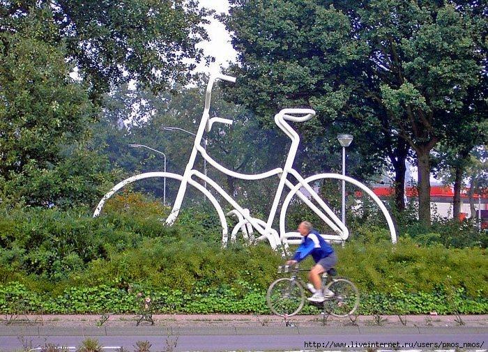 памятник велосипеду в бельгии