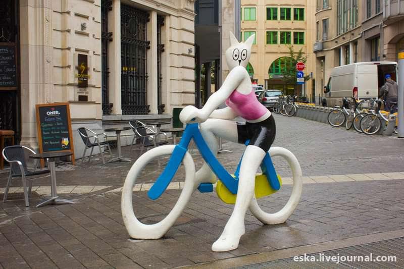 памятник кошке на велосипеде