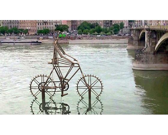 памятник велосипеду в будапеште