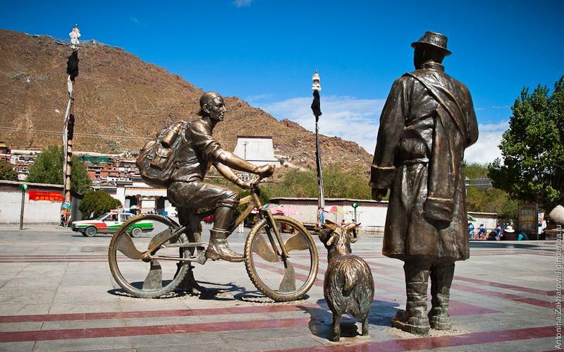 Памятник  велосипедисту   в Шигадзе