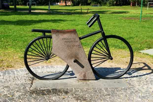 памятник велосипеду в юрмале